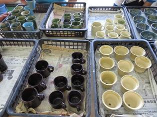 今回のコップや植木鉢などは、色とりどりです。