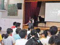 校歌斉唱 式は中学部3年生徒
